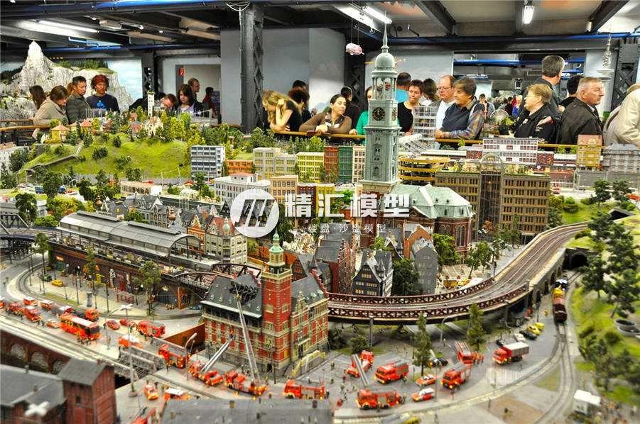国文欧式休闲度假区一体式沙盘模型,带有铁路交通。